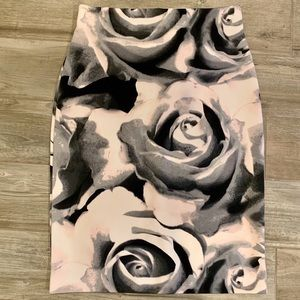 Worthington Pencil Skirt Roses Black/White